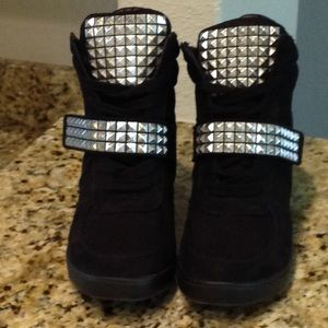 SM New York Black Wedge Boots